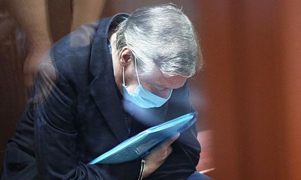 Раскрыто содержимое голубой папки Ефремова на оглашении приговора