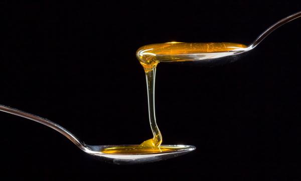 Черный мед: чем он полезнее обычного
