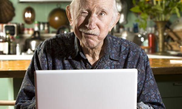 Пенсионеры на сайтах знакомств! Знакомьтесь, но будьте осторожны