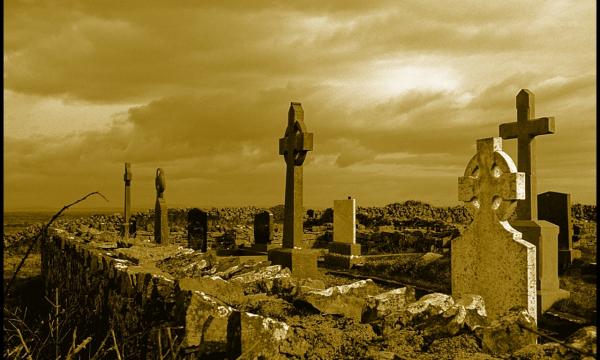 Почему могилы роют глубиной 2 метра?