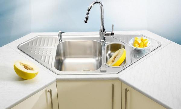 Зачем я посыпаю мойку на кухне мукой: ещё один секрет чистоты