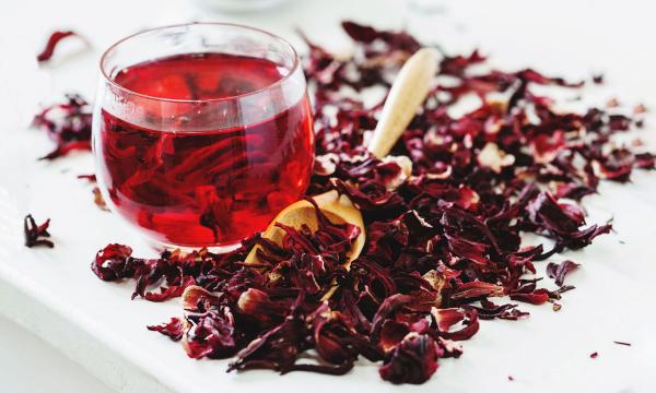 Рубиновый чай: чем полезен каркаде?