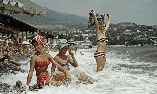 Советские девушки и мужчины на пляжах СССР